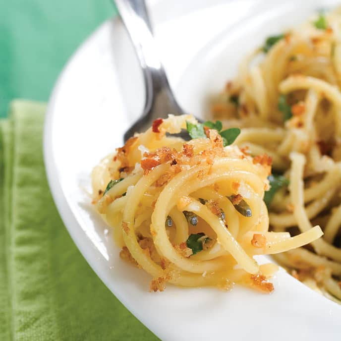 Spaghetti with Garlic, Olive Oil, and Spicy Bread Crumbs