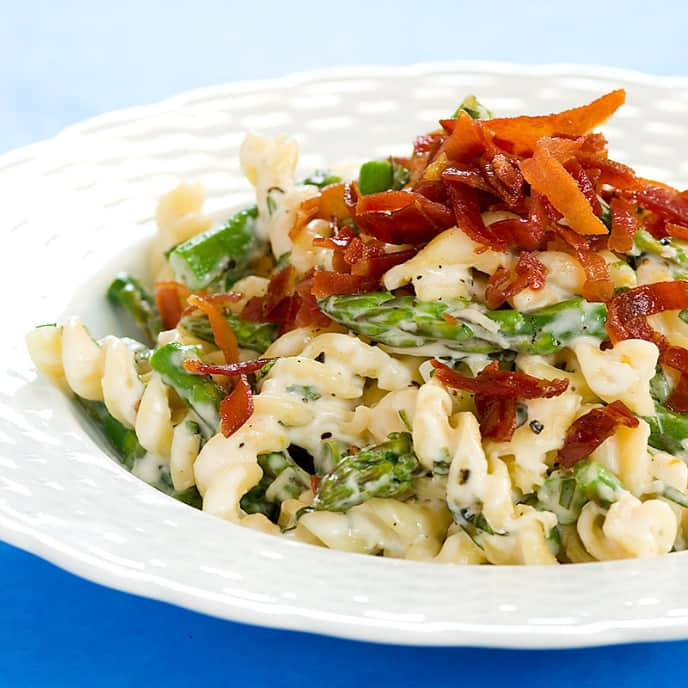 Creamy Pasta With Asparagus, Parmesan, and Crispy Prosciutto
