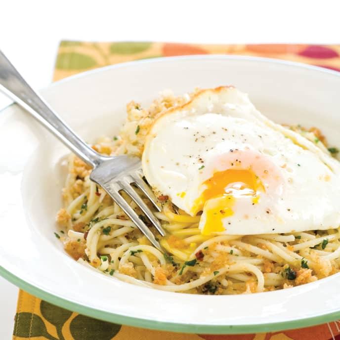 Salerno-Style Spaghetti with Fried Eggs and Bread Crumbs