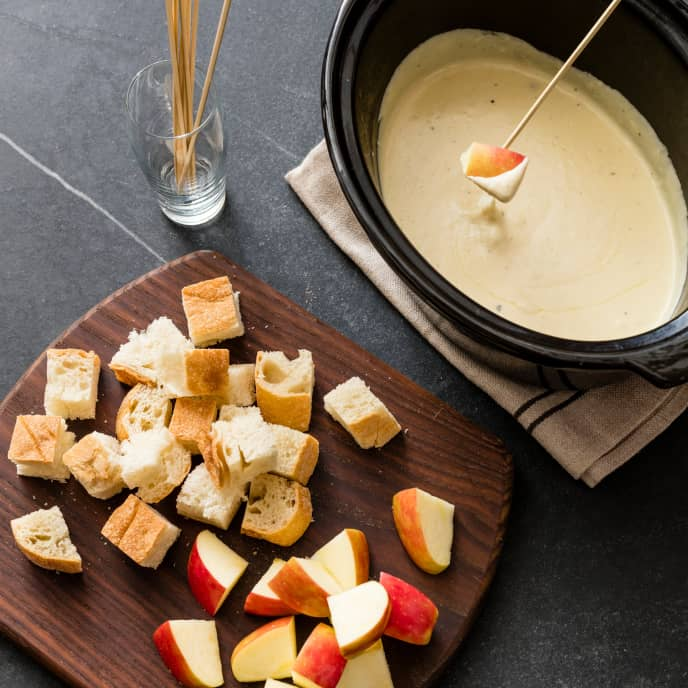 Slow-Cooker Beer and Cheddar Fondue