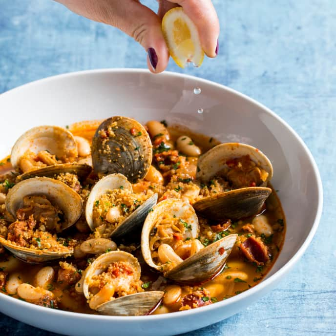 Braised White Beans with Linguiça and Clams