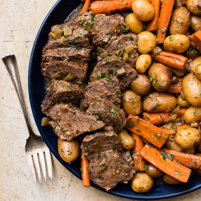 Slow-Cooker Classic Pot Roast with Carrots and Potatoes