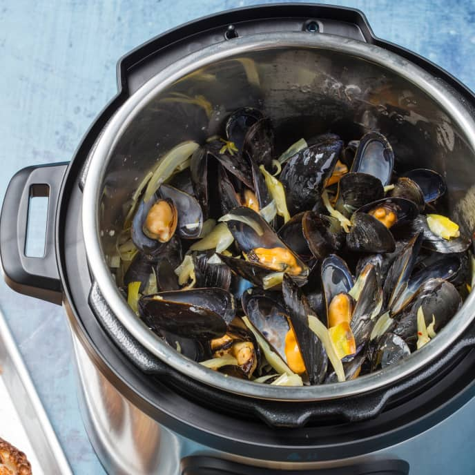Instant Pot Mussels with Fennel and Leeks