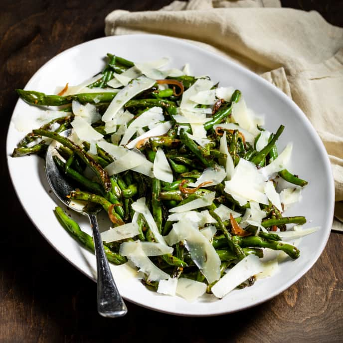 Skillet-Roasted Green Beans with Garlic and Pecorino Romano