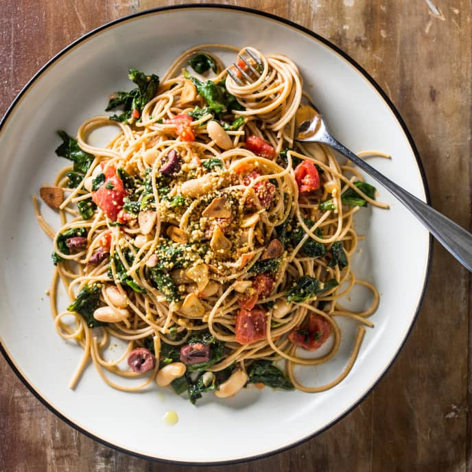 Vegan Whole-Wheat Spaghetti with Greens, Beans, and Tomatoes