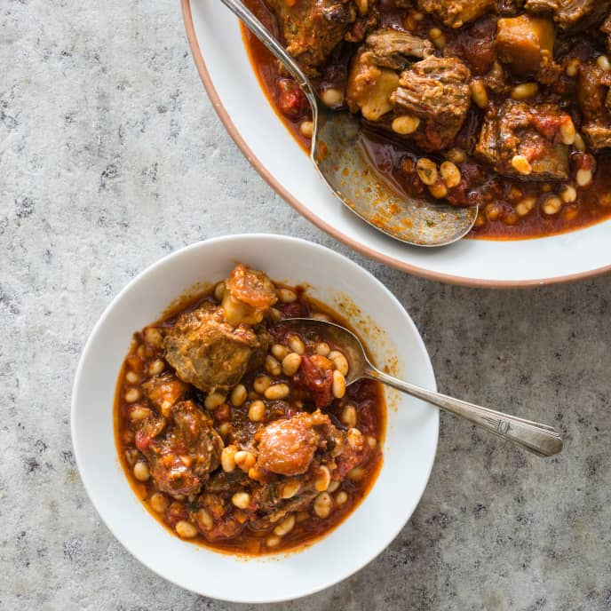 Slow-Cooker Braised Oxtails with White Beans and Tomatoes