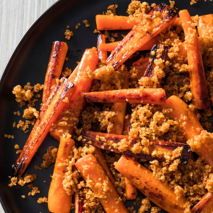 Skillet-Roasted Carrots with Spicy Maple Bread Crumbs