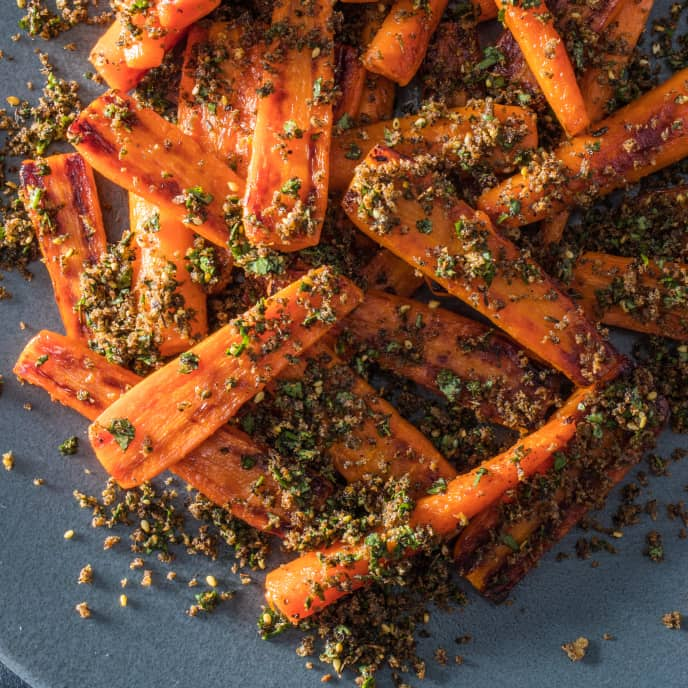 Skillet-Roasted Carrots with Za'atar Bread Crumbs and Cilantro