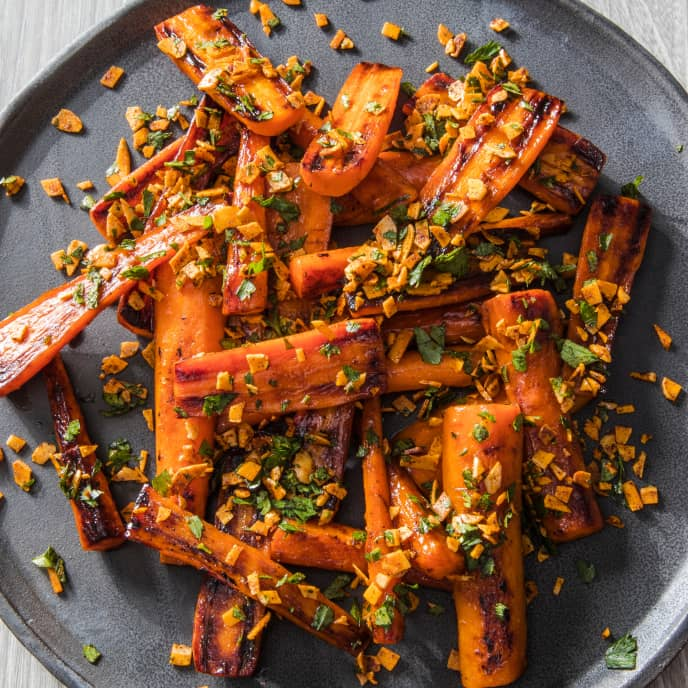 Skillet-Roasted Carrots with Smoky Spiced Almonds and Parsley