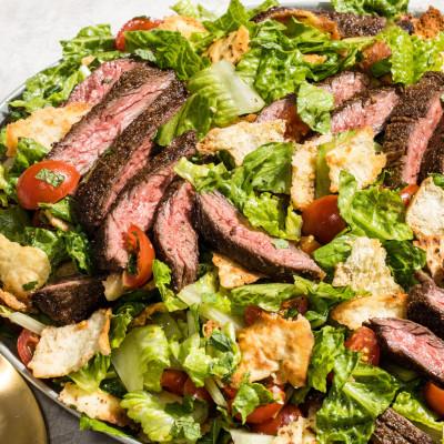 Mediterranean Steak and Pita Salad