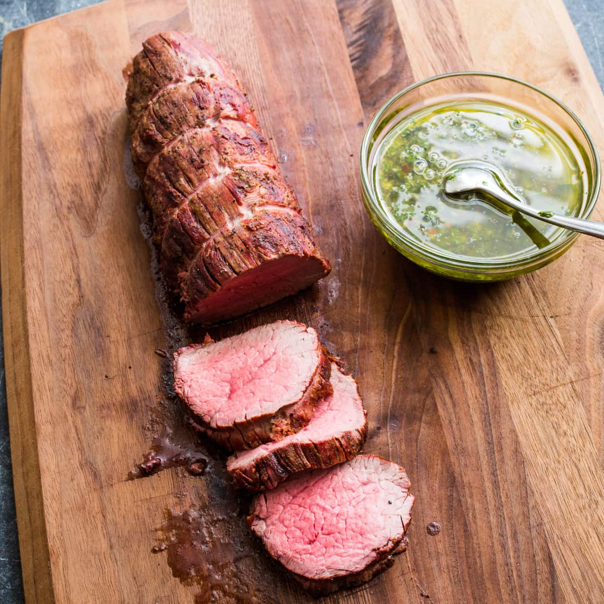 How to cook a beef tenderloin steak on the grill