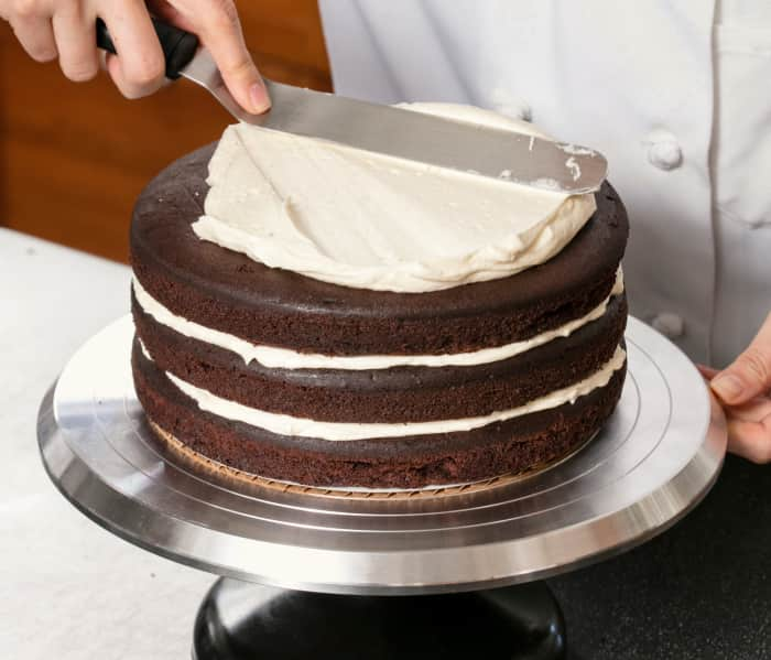 più nuovo di vendita caldo completo nelle specifiche ultimo stile del 2019 How to Divvy Up the Frosting for Layer Cakes | Cook's ...