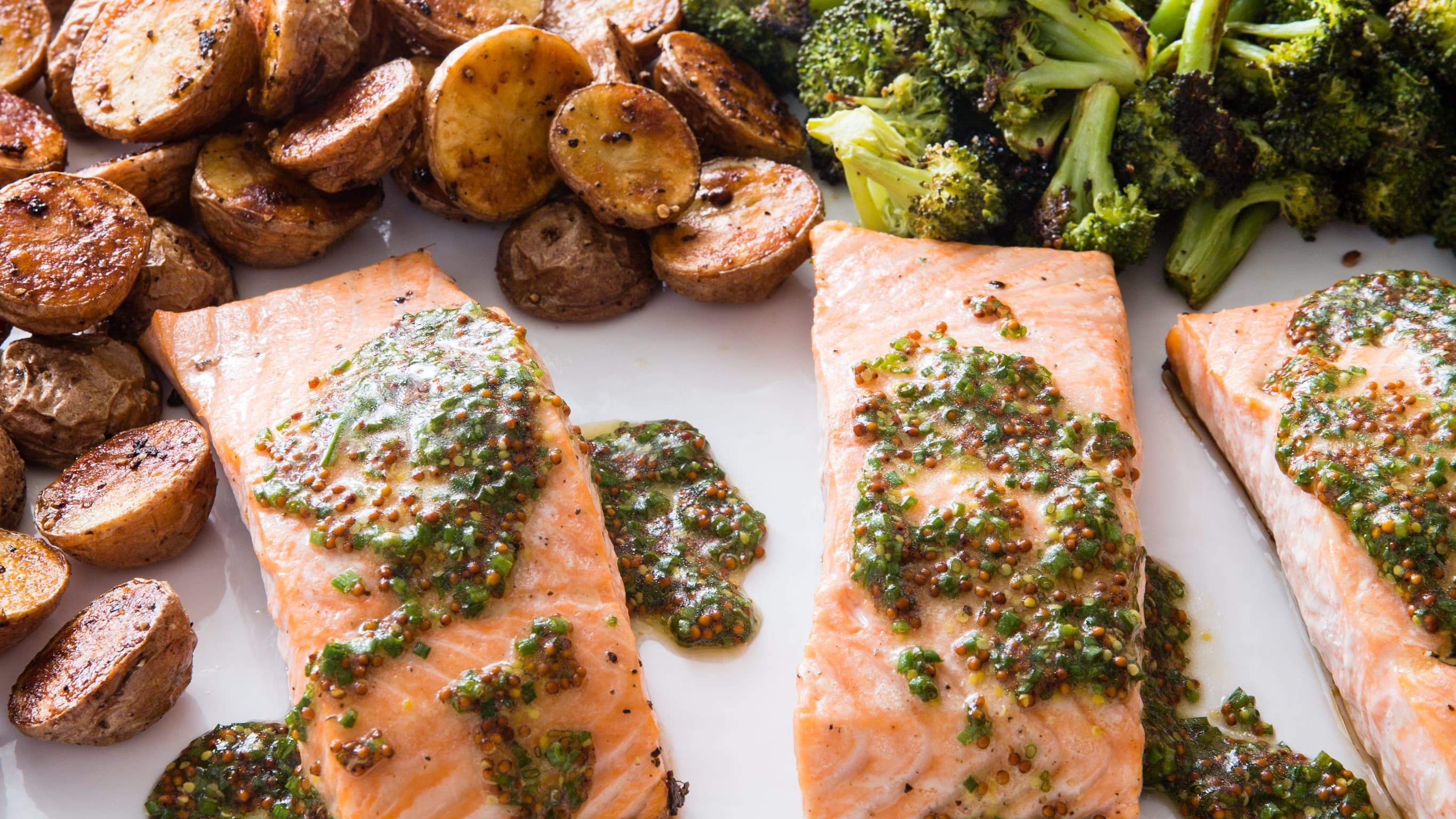 27388 sfs one pan roasted salmon with broccoli and red potatoes 11