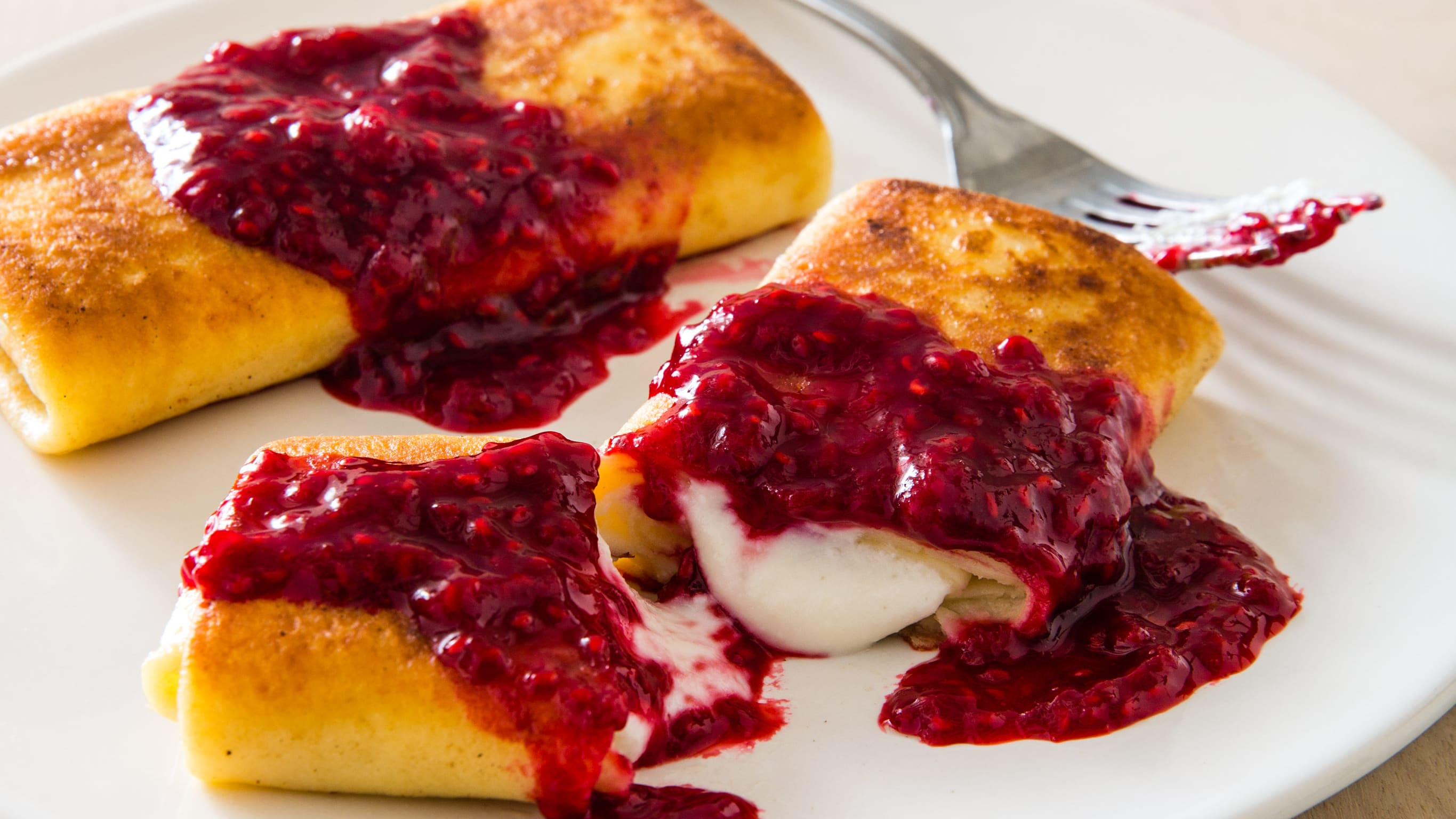 38050 sfs cheese blintzes with raspberry sauce 21