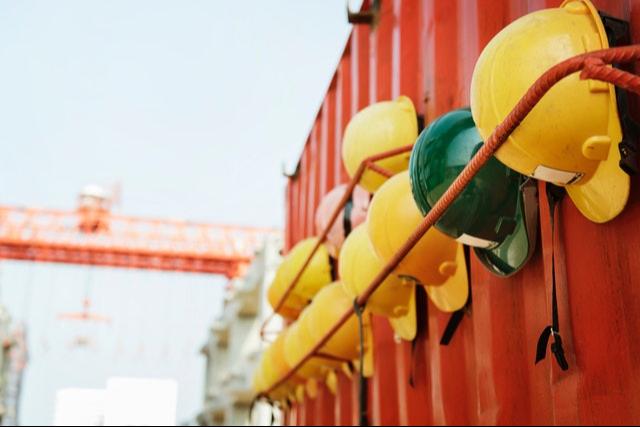עוזר בטיחות באתר בנייה