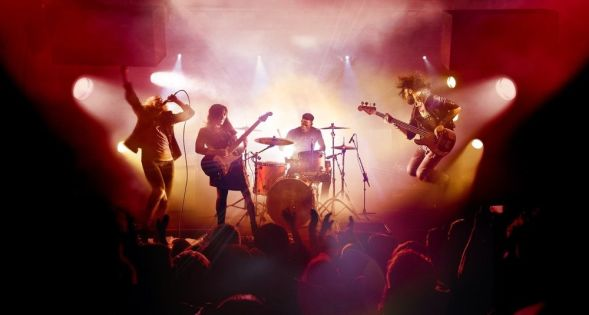 5 Reasons Guitar Hero Is The Best Music Game Series (& 5 Why It's Rock Band)