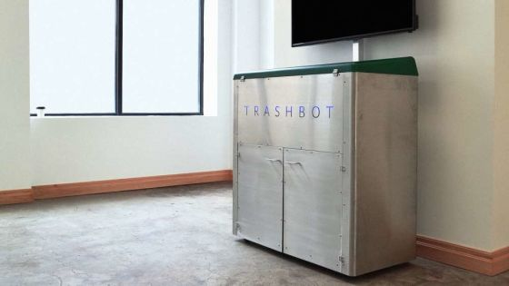 This robot trash bin automatically sorts your recyclables for you