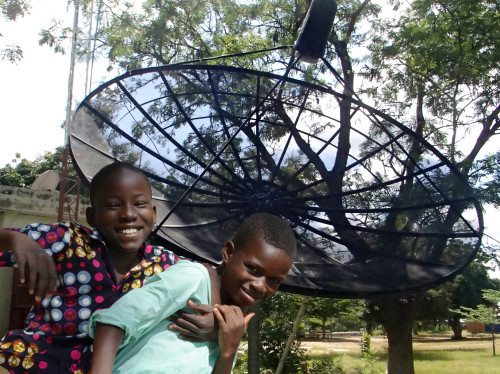 Pannelli solari per l'antenna Bembéréké di Radio Immaculée Conception