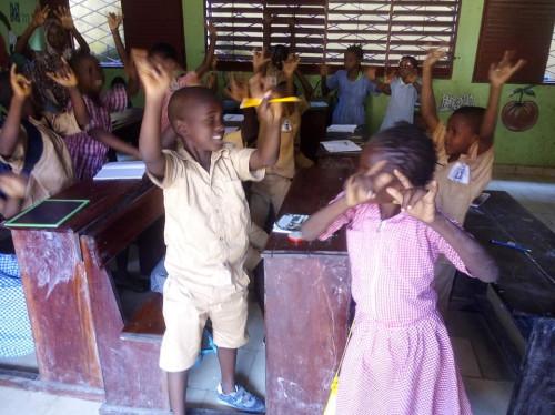 Un dictionnaire langue des signes pour les enfants sourds de Guinée