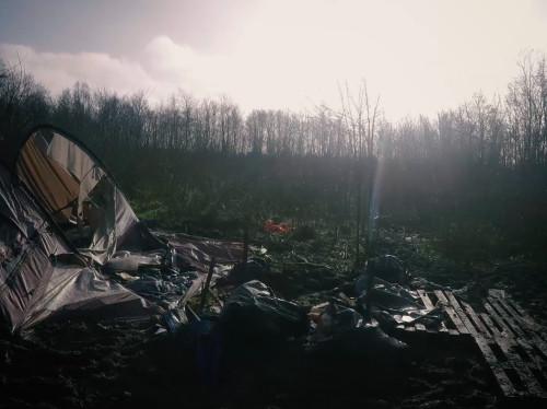 """""""Les Pieds au Sec"""", 3 semaines pour aider les réfugiés du camp de Grande-Synthe à côté de Dunkerque"""