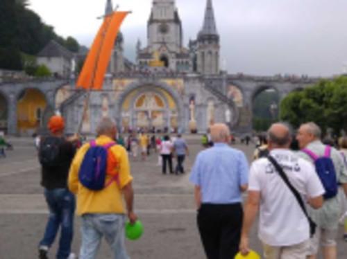 « Les Vagabonds de l'Espérance » à Lourdes.  Un pèlerinage avec des personnes en fragilités.