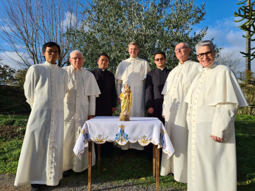 Un retable pour la Vierge miraculeuse de l'Abbaye ND de Beauchêne !