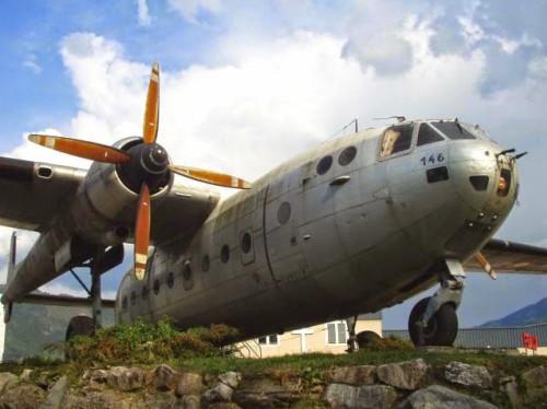 Restaurer notre avion-chapelle.