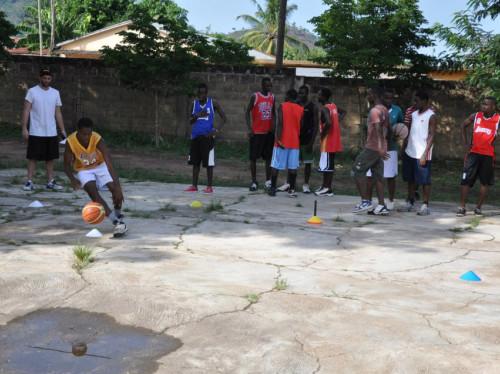 Un terrain de basket à Kouvé au Togo