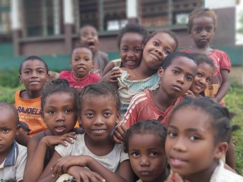 Pour que ces enfants Malgaches gardent le sourire, soutenons le Foyer Deguise !