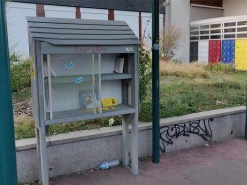 Boîtes à lire : mise à disposition de livres pour les enfants défavorisés