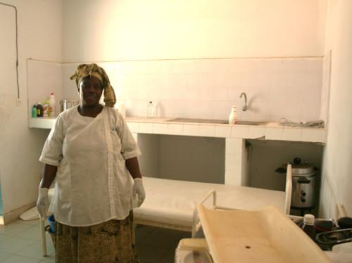 De l'eau propre pour une case de santé du Sénégal