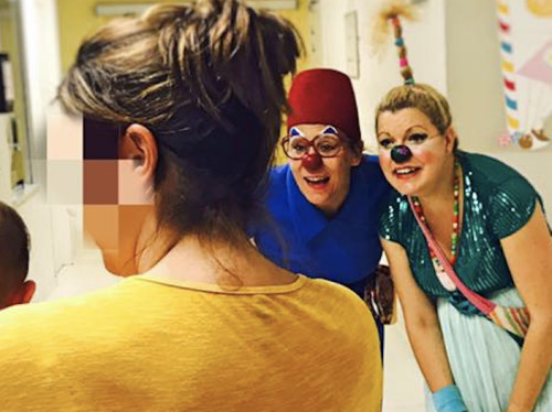 Visites de clowns auprès d'enfants hospitalisés
