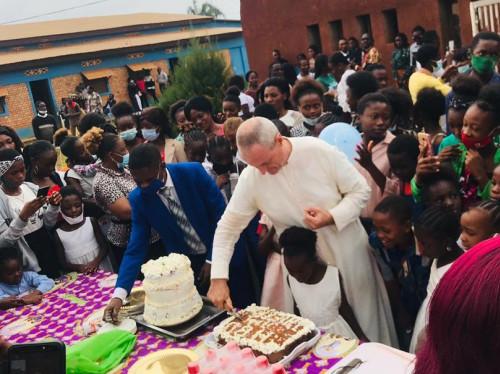 Paroisse Saint Jean-Paul II : De belles cloches normandes pour notre nouvelle église au Congo !
