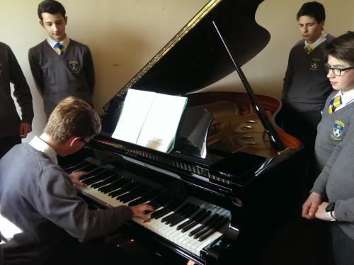 Deux pianos d'étude pour l'Académie Musicale de Liesse