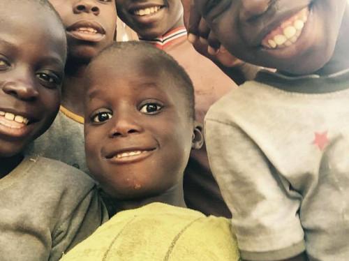 Des élèves s'engagent auprès des enfants des rues au Sénégal