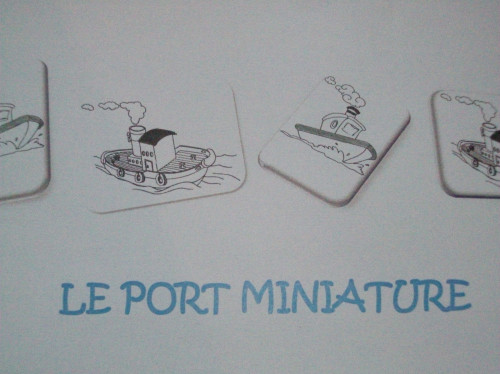 UN PORT MINIATURE