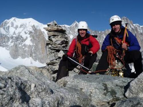 Verso l'alto ! Aidez la Cordée Pierre et Charles à hisser une statue de la Vierge au sommet (3747 mètres) !