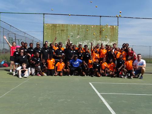 FRONTBALL: des baskets pour les enfants d'Afrique du Sud