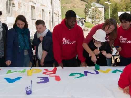 Des jeunes, porteurs d'un handicap, pèlerins de la JOIE à Rome du 18 au 22 avril 2016.