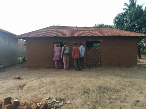 Électrification d'une salle au Togo