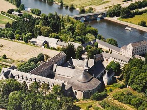 Abbaye Notre Dame du Port de Salut, un havre de paix sur les bords de la Mayenne