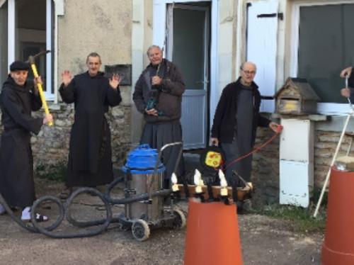 Dans la Sarthe, les Frères de Saint Jean partent en campagne !