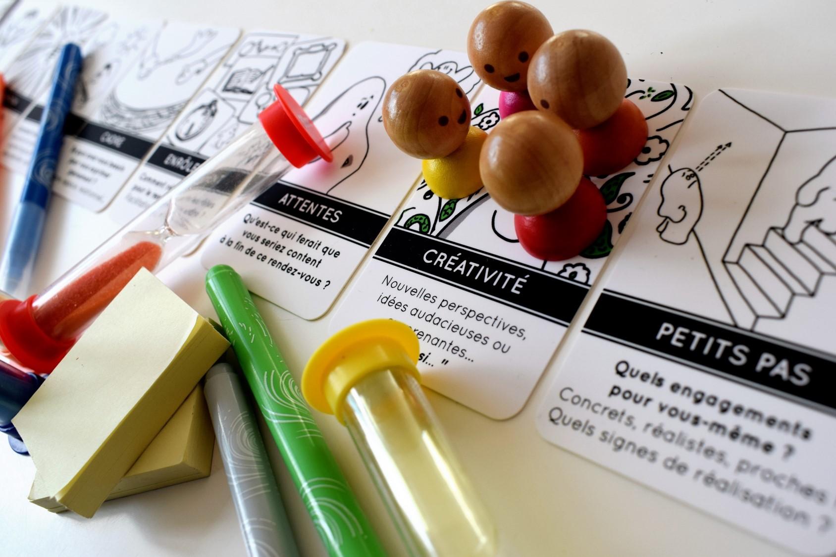 SYNKROMINOS Le jeu de cartes pour des réunions efficaces, sereines et joyeuses !