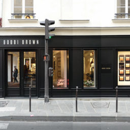 BOBBI BROWN - Façade rue des Francs-Bourgeois - PARIS