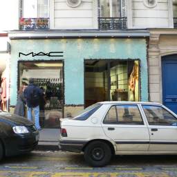 Mac rue des Abbesses