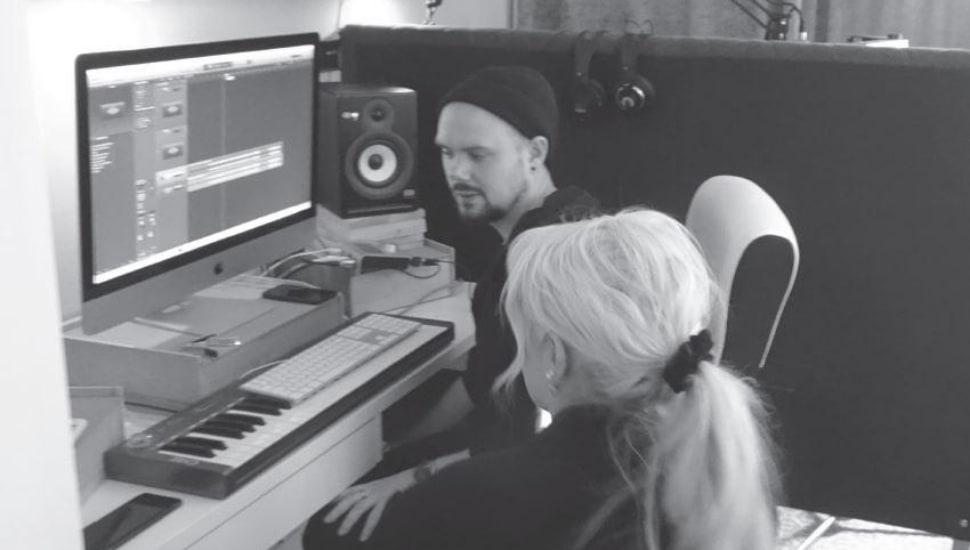 Olivia Creutzer i duett med Simon Erics