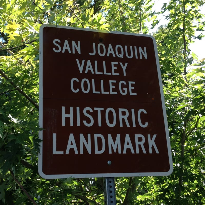 NO. 520 SAN JOAQUIN VALLEY COLLEGE - Street Sign