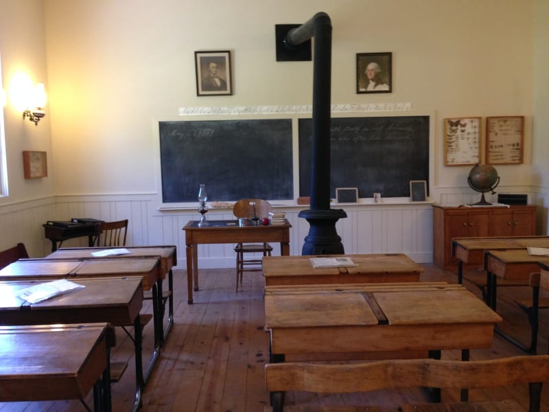 NO. 659 STAGECOACH INN - School House