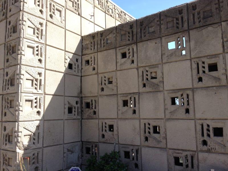 NO. 1011 FRANK LLOYD WRIGHT TEXTILE BLOCK HOUSE (THEMATIC), FREEMAN HOUSE - Block wall