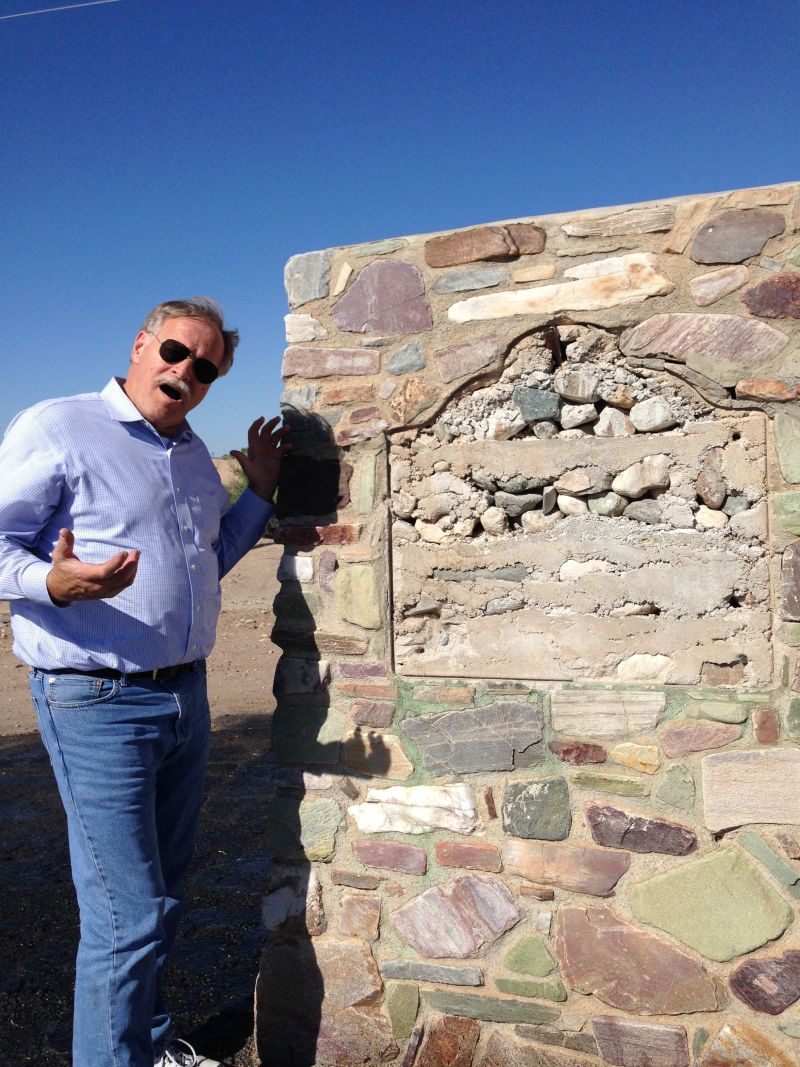 CHL #101 - Giant Desert Figures State Plaque Missing